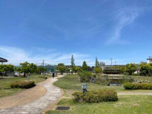 富山県水墨美術館のお庭